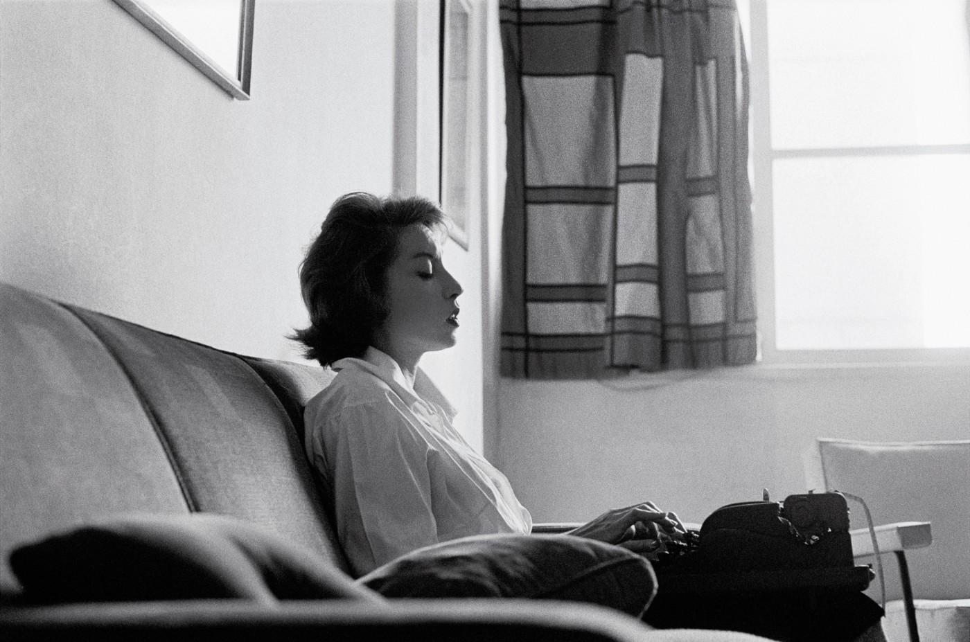 clarice-lispector-1961-foto-claudia-andujar