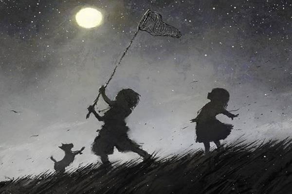 niños-con-cazamariposas-atrapando-la-luna